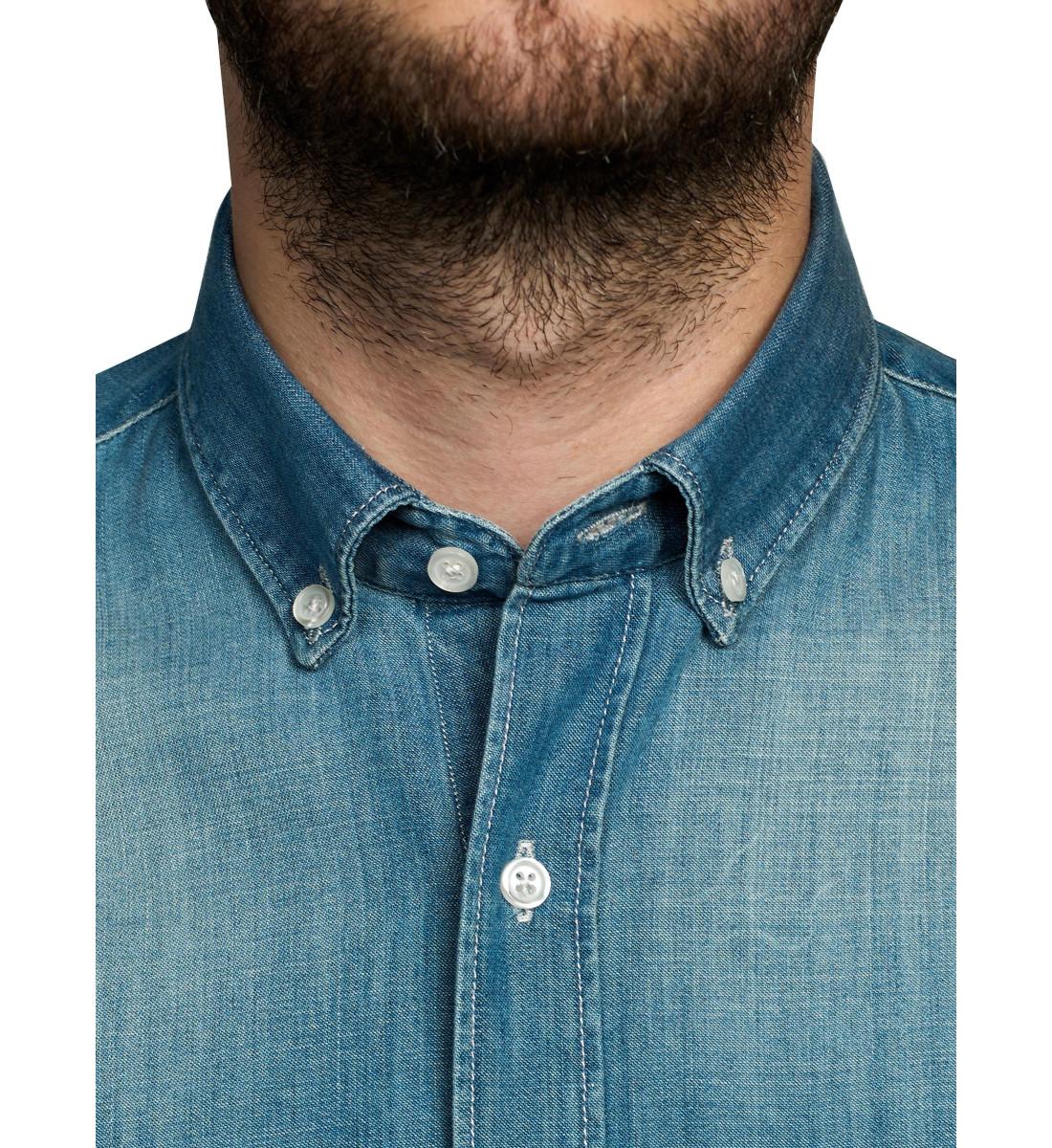 Chemise cintrée en denim col pointes boutonnées